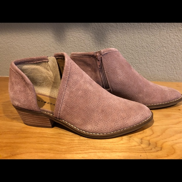189926bcbffa7 Lucky Brand Shoes - Lucky Brand Ankle Boots Felixah in dusty rose